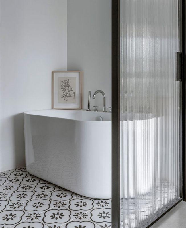 小户型卫生间装修效果图 时尚浴缸图片固原